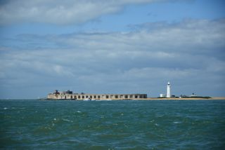 Passage Hurst Castle in de Solent.