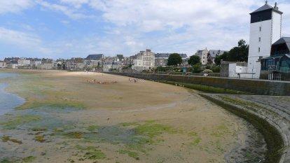 De tijd staat stil op het strand van Saint Malo